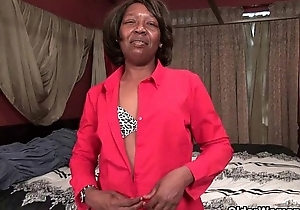 Ebony milfs Amanda and Lee work their pink pussy