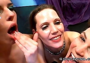 German sexy slut gives cum swallowing